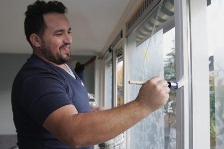 schilder voor het laten schilderen van ramen, deuren, en kozijnen