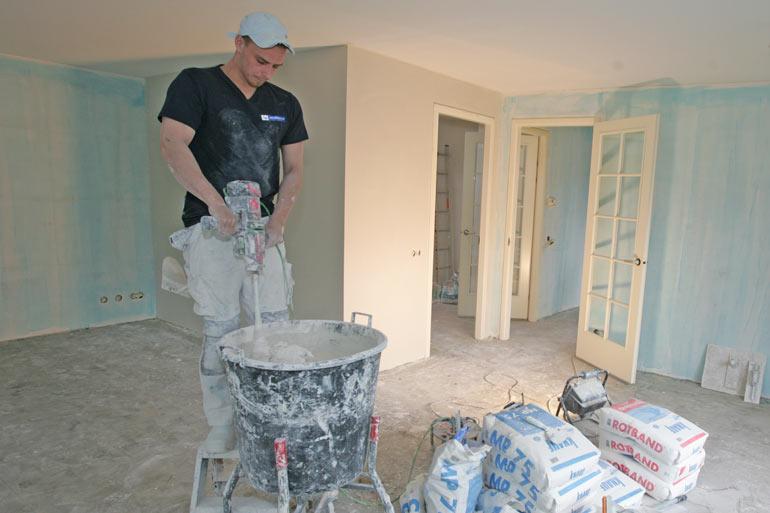 werkwijze van stucen en aanbrengen van stucwerk door stucadoor