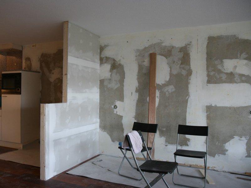 muur klaar voor glasvliesbehang en latex muurverf spuiten