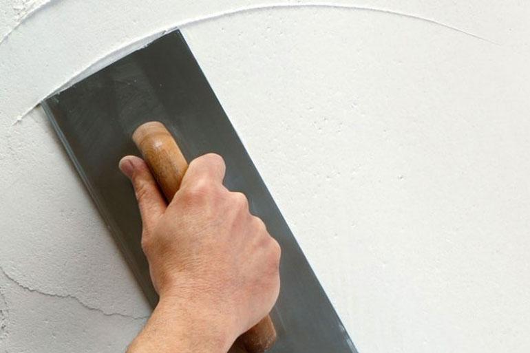 wat is het verschil tussen behangklaar stucwerk en sausklaar stucwerk